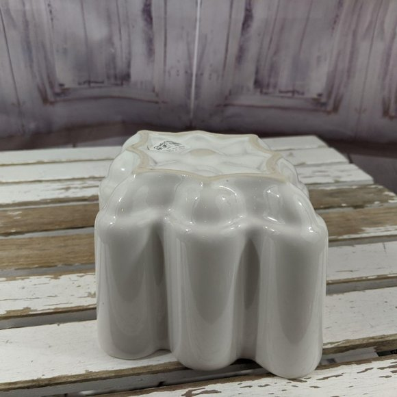 Crate & barrel scallop mold jello porcelain white